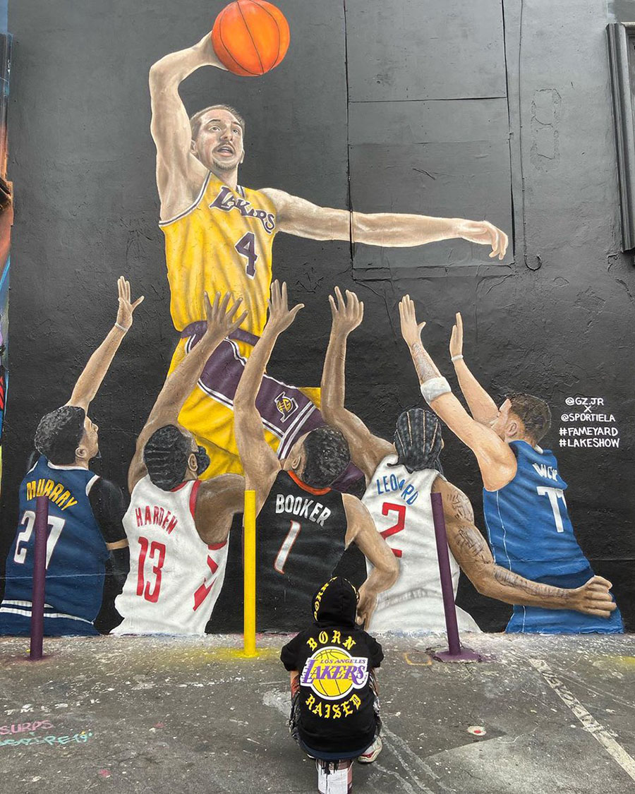alex caruso murales lakers